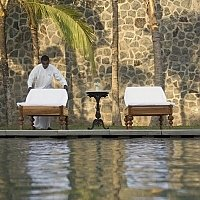 Honeymoons in Sri Lanka, Relax by the pool